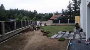 Pokládka travního koberce-W-GARDEN-Realizace zahrad0009