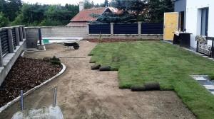 Pokládka travního koberce-W-GARDEN-Realizace zahrad0010