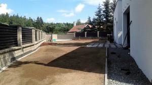 Pokládka travního koberce-W-GARDEN-Realizace zahrad0012