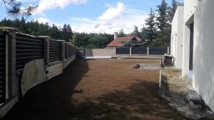 Pokládka travního koberce-W-GARDEN-Realizace zahrad0022