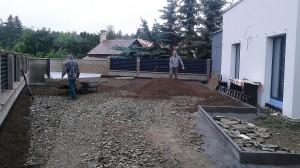 Pokládka travního koberce-W-GARDEN-Realizace zahrad0026